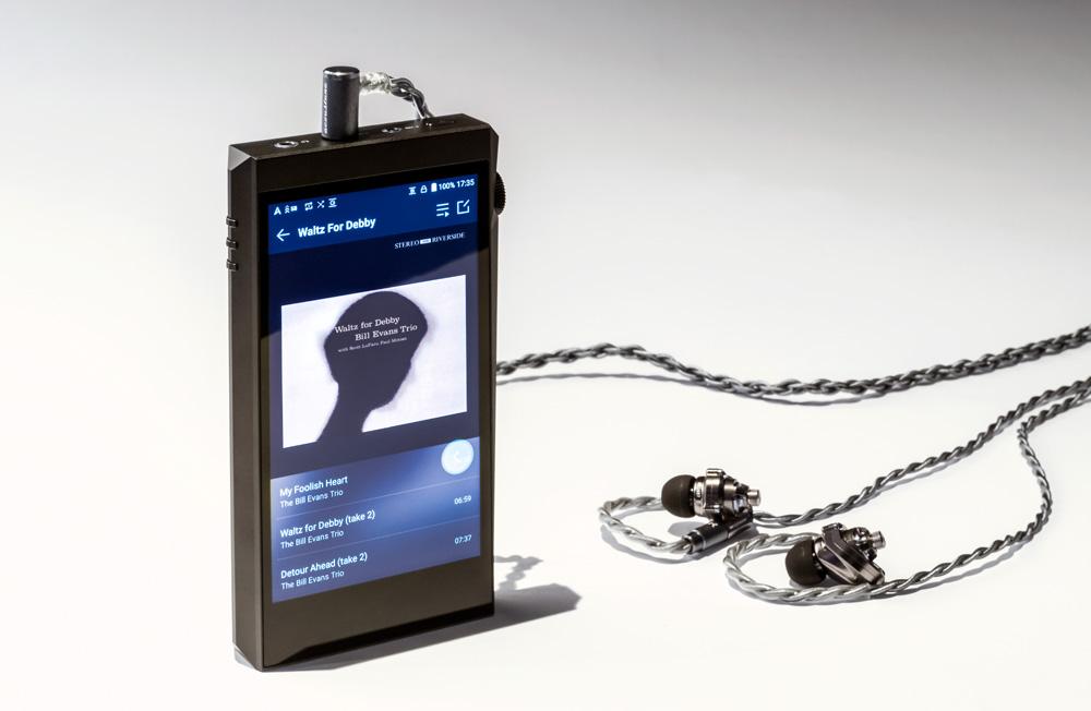 画像: ▲Acoustuneのイヤホン「HS1697TI」はリケーブルも可能なため、アップグレードケーブル「ARS100シリーズ」を組み合わせ、接続プラグも変えてみた。その音質のほどは? 本文をチェックしてほしい