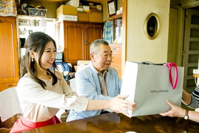 画像2: お義父さんとお嫁さんのアイディアを掛け合わせたギフトをプレゼント