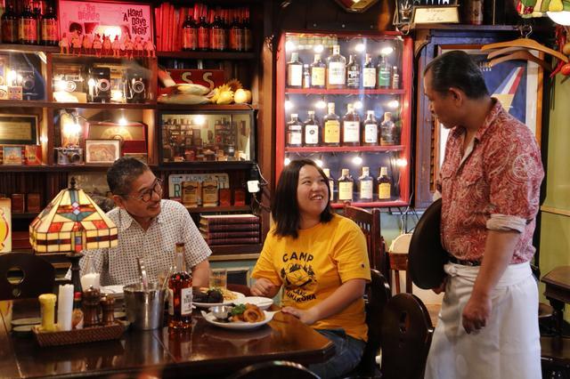 画像: 父との思い出話を山田さんに聞く玲奈さんに、正勝さんはたまらず「おい、いらないことは言うなよ」