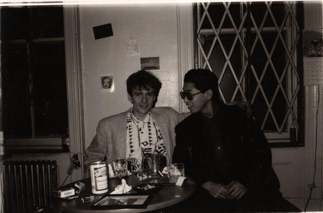 画像: プリンスストリート49番地のアパートメントにて、ダギーとの一枚