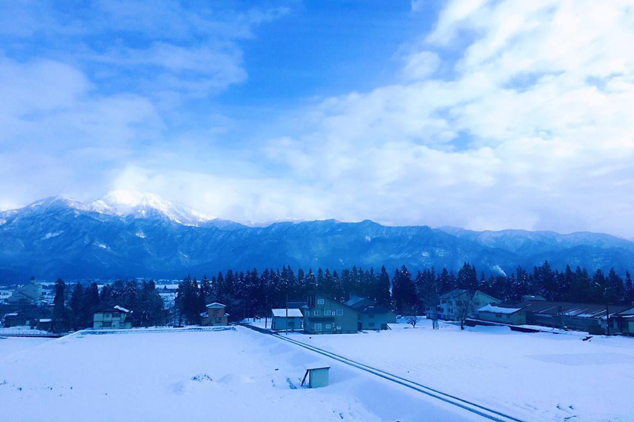 画像: 特急列車から見た故郷の雪景色。冬なのに、こんなにきれいに晴れてた日があったんだな