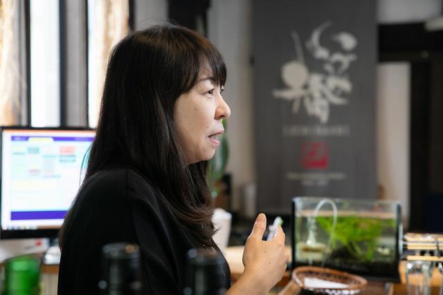 画像: △6代目にあたる、専務の橋場由紀さんが迎えてくれました。