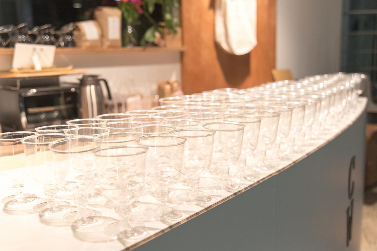 画像: きらめくワイングラス