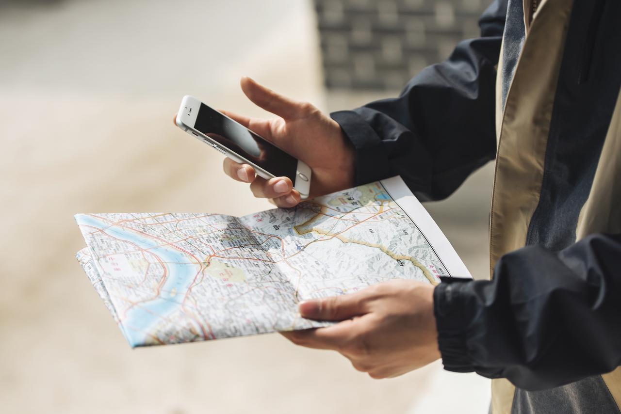 画像: 地図アプリや電車の乗り換え案内が助かるという声が大多数!