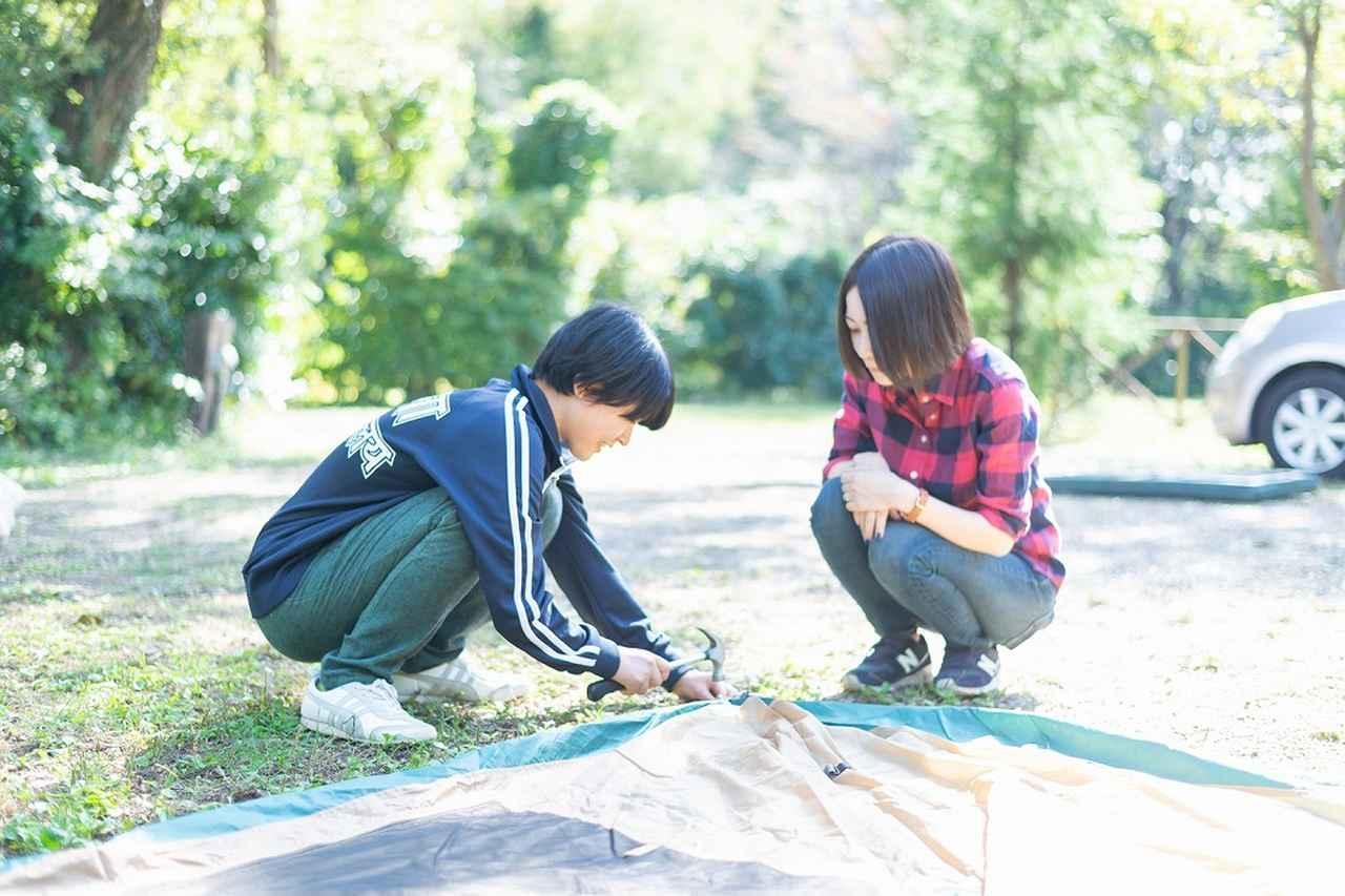 画像3: 難関…!? 二人三脚でテントを組み立てよう!