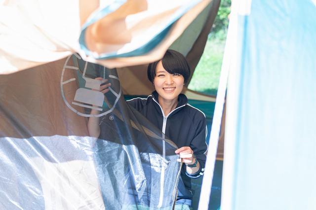 画像5: 難関…!? 二人三脚でテントを組み立てよう!