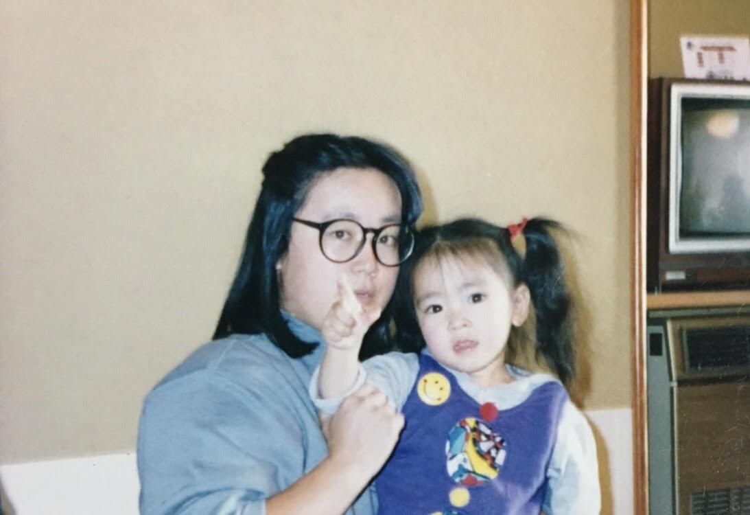 画像: 母とナカノ。母の本好きなところが見事に遺伝した