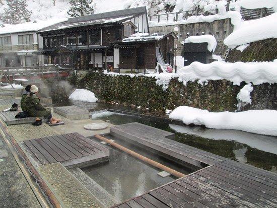 画像: 銀山温泉 和楽足湯(わらしゆ)
