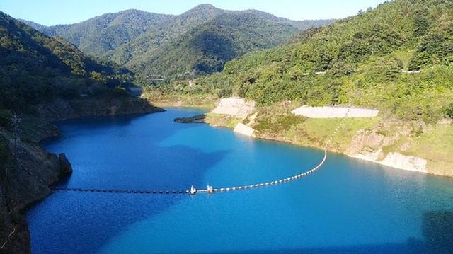 画像: 奥四万湖
