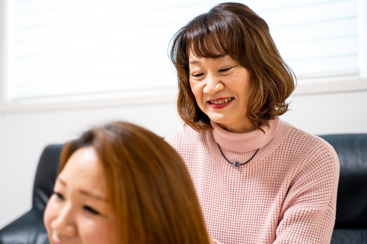 画像4: 子育ての苦労と思い出を語る母同士の会話