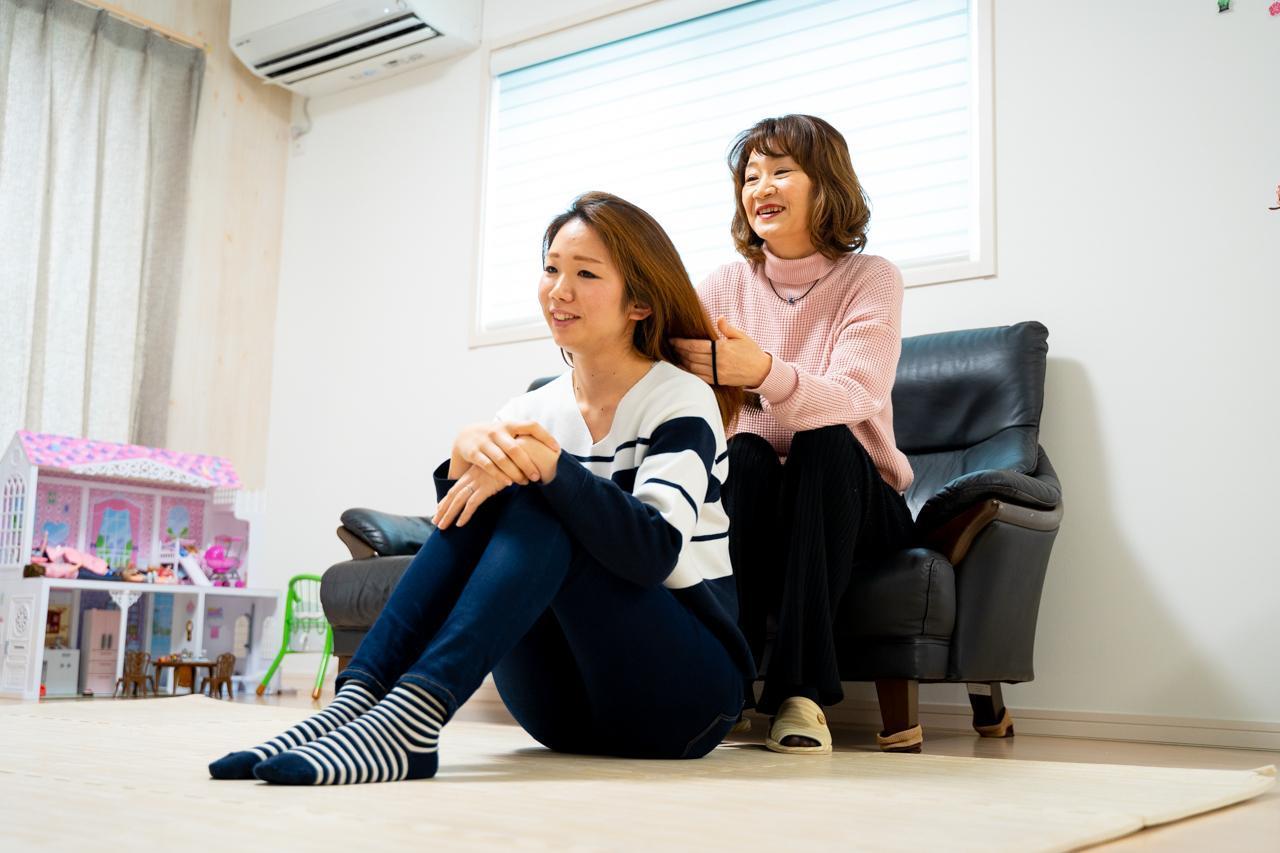 画像3: 子育ての苦労と思い出を語る母同士の会話