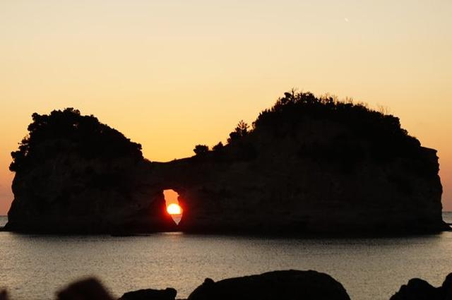 画像: 円月島