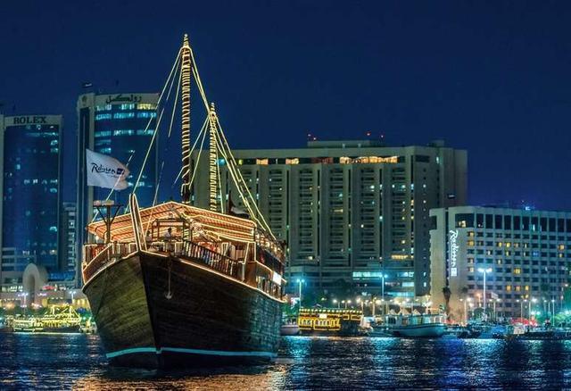 画像: ラディソン ブル ホテル、ドバイ デイラ クリーク (Radisson Blu Hotel, Dubai Deira Creek)