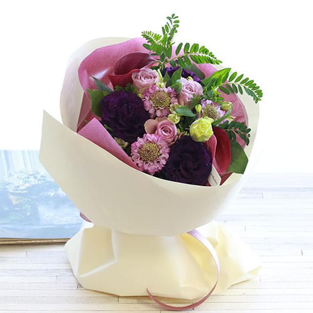 画像: 紫色の花をメインにした花束