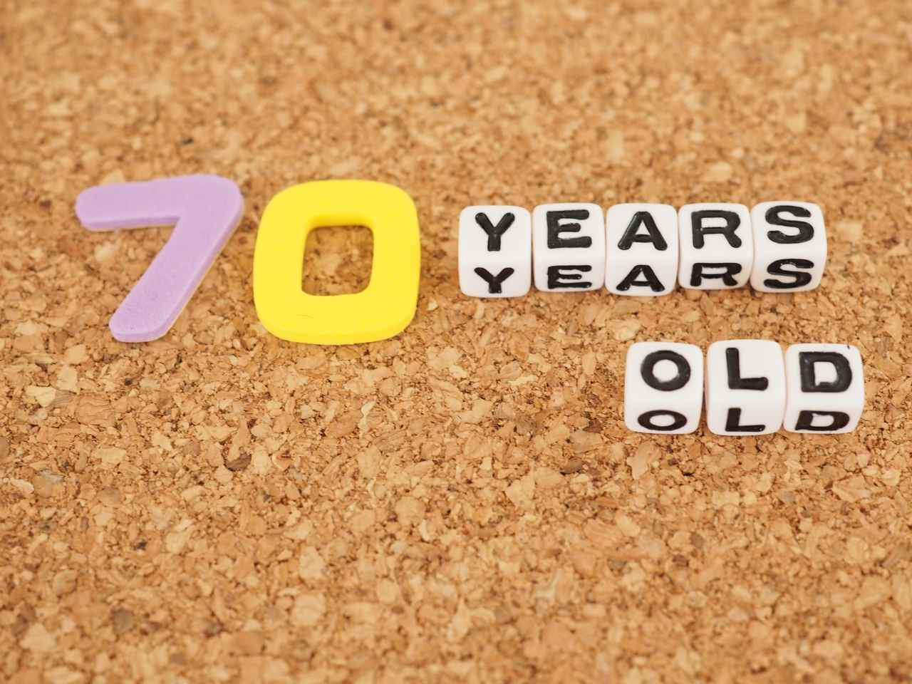 画像: 【古希】70歳のお祝い!紫色の名入れプレゼントがおすすめ
