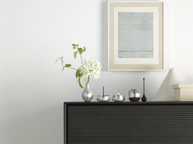 画像: 現代のインテリアに溶け込む、コンパクトさとデザイン性を兼ね備えた貴金属製仏具