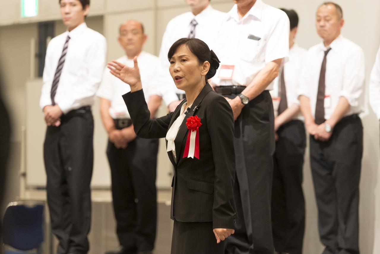 画像: 葬儀スタッフ「式場」での立居振舞の基本