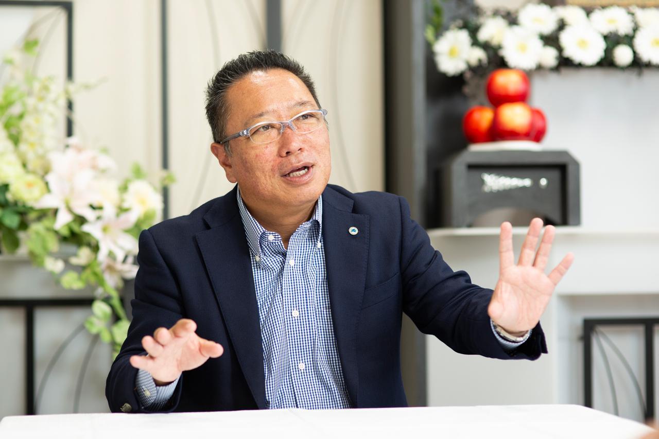 画像: 「私たちの会社は弔いの総合商社でありたい」と熱く語る八城氏