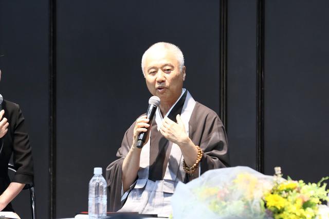 画像: 戸松氏は「偉そうなことを話していますが、実は私も終活を始めていない(笑)」と、会場の笑いを誘った