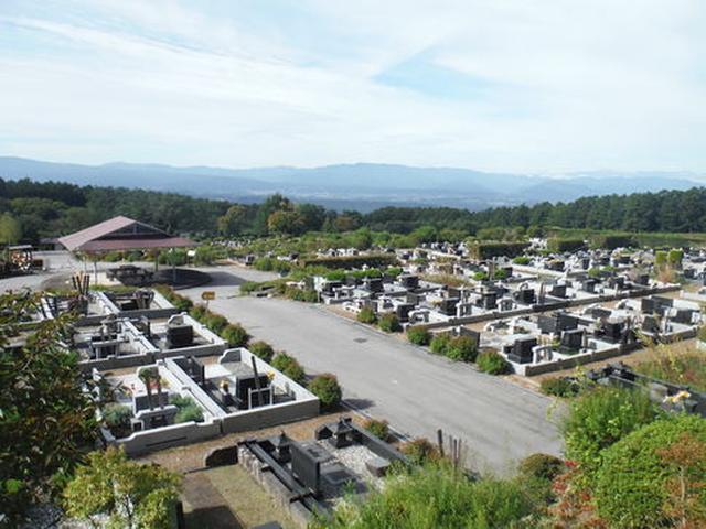画像: 安らかな眠りに最適な高峯聖地公園からの眺め