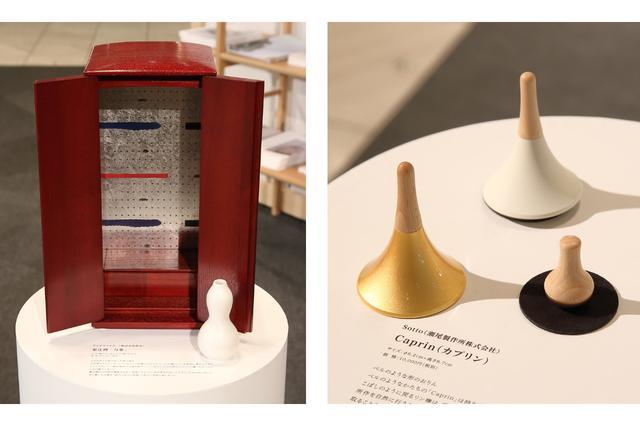 画像: 左:アルテマイスター「万象」 従来の仏壇の荘厳さを残しながらも、高さが35センチと小さい作りの製品。 右:瀬尾製作所 Sotto「Caprin」 ベル型のおりん。北欧雑貨のような可愛らしいデザインが特徴。