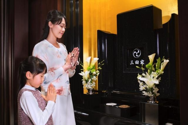 ご家族皆さまでごゆっくりとご参拝下さい。生花やお線香は備え付け。思い立ったらいつでもお気軽にご参拝いただけます。