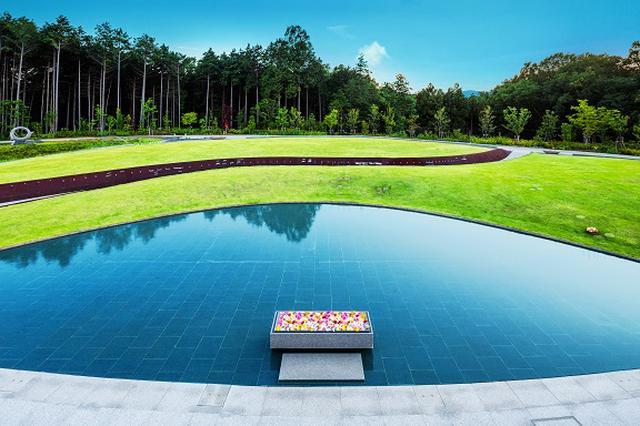 画像: 「風の丘樹木葬墓地」の墓苑および法要棟が2019年度グッドデザイン賞を受賞/宗教法人慈眼寺