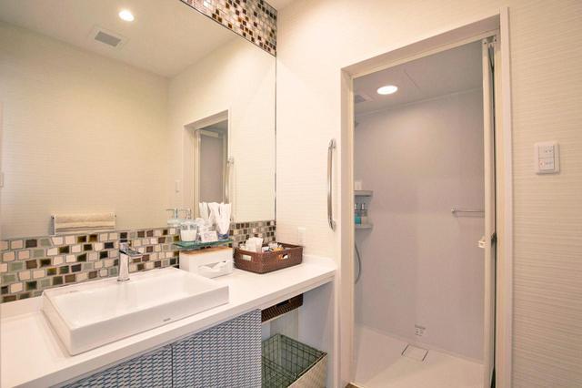 画像: 他人と共用のバスタブを好まない方も増えているため、シャワーのみにしたそう