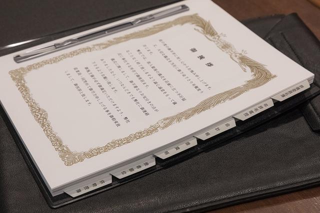 画像: 「葬儀委員名簿」「弔事弔電控」「会計帳」「香奠帳」「焼香順位」「供物控簿」 各項目ごとにタブが付けられている
