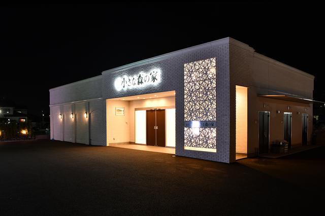 画像: 夜の野田川間ホール外観
