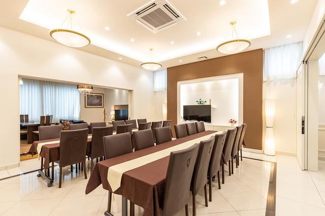 画像: 式場、遺族控室と一体感のある会食室