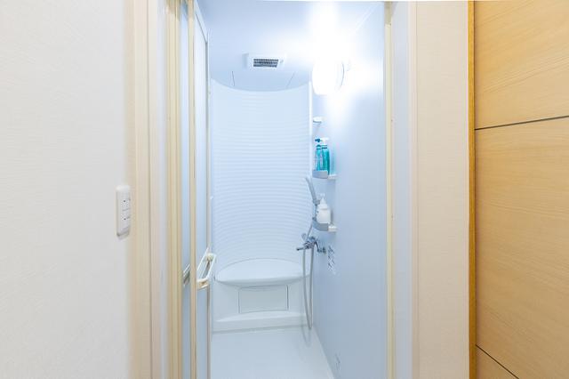 画像: クリーンな雰囲気のシャワールーム