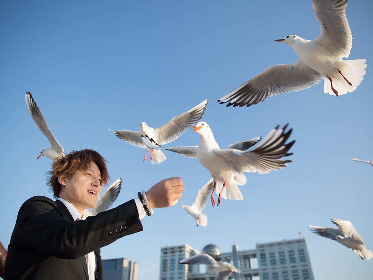 画像: 残された方々が笑顔で新しいスタートを切れるように、との想いから、帰路では羽田空港近くで飛行機の離発着を眺めたり、カモメに餌をあげたりするお楽しみも