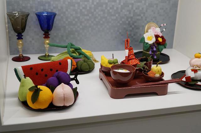 画像: ちりめん飾り:季節ごとのお供え物を模して、手のひらサイズでつくったちりめん飾り。それぞれの季節に合わせて故人との時間を楽しめる