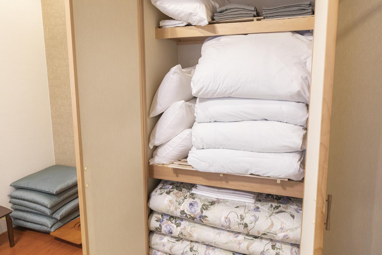 画像: 布団は4組、常備されている