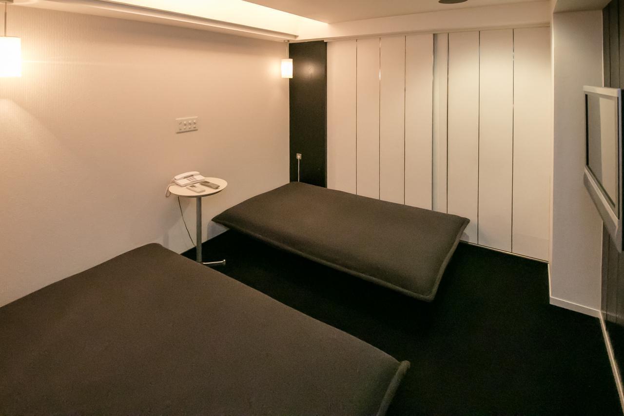 画像: 式場に隣接した遺族控室。 ご遺族は、最後の夜を故人と同じフロアで過ごすことも、本葬に備えて6階の控室で疲れを癒すこともできる