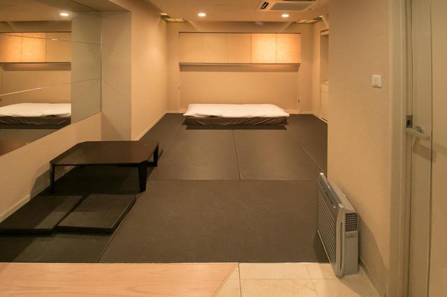 画像: 同じく各フロアにある安置室