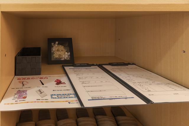 画像: 入り口には、アンケート用紙と販売品注文用紙