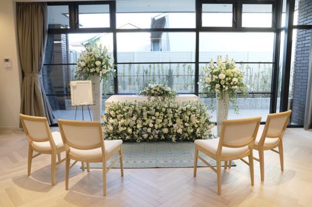 画像: 自宅葬の祭壇の一例