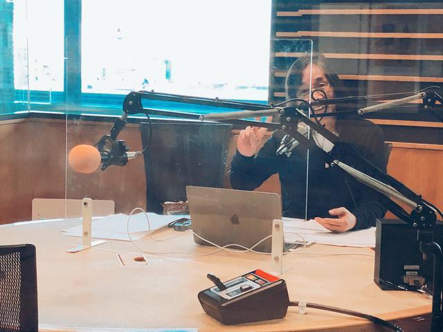 画像: 50Radioの収録中