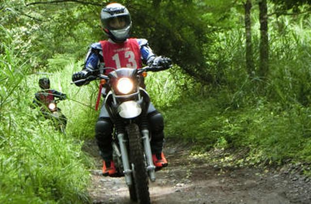 画像: ワイルドにけもの道を走り抜ける。オフロード初心者の方、ヤマハ大人のバイクレッスンのオフロードレッスン&トレッキングにカモンッ!! - Yamaha Motor Life|ヤマハ発動機株式会社
