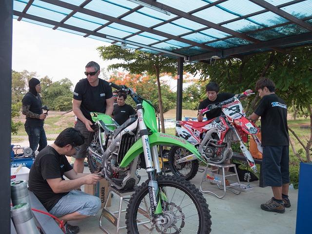 画像2: バイクを仕事に。世界で活躍するサスペンションショップがスタッフを募集中