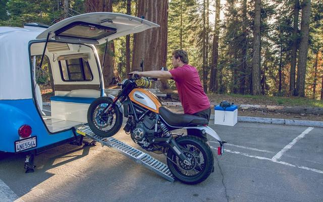 画像: もちろん、バイクも積んでいける