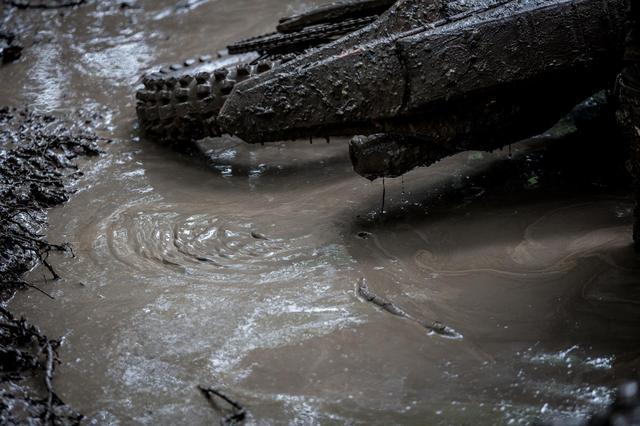 画像1: 土砂降りの野原で、助けを乞う PM BIKEレース 15:00頃