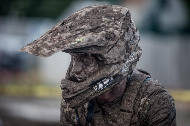 画像2: 土砂降りの野原で、助けを乞う PM BIKEレース 15:00頃