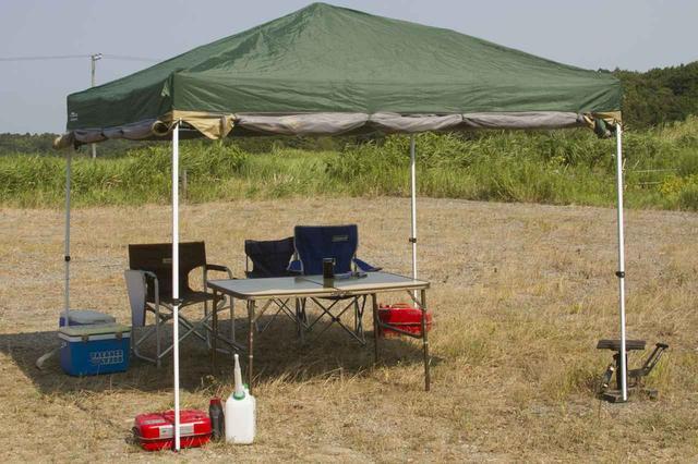 画像: 日影での休憩を。テント、タープは必須