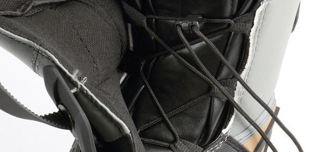 画像2: 内部をヒモで締めてフィット感が向上、COMPブーツ