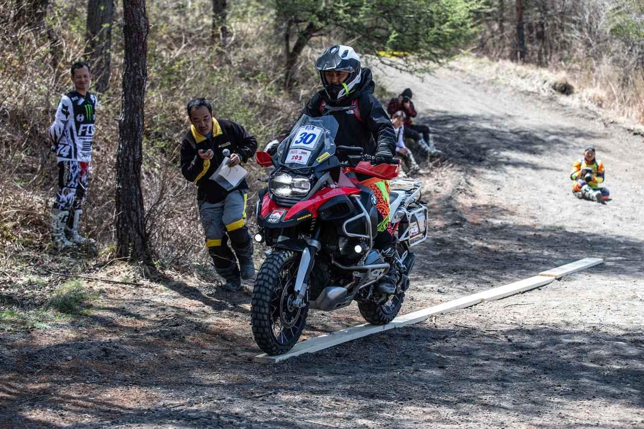 画像2: バイクが巧い=エライ!