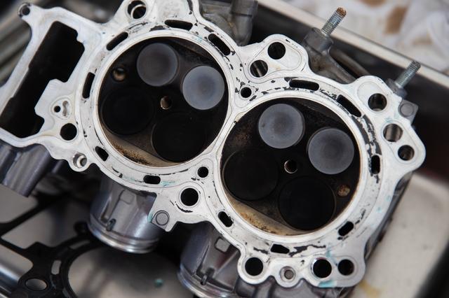 画像3: 頻繁にバラす前提にないエンジンは、シリンダー一体式