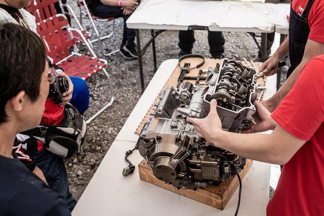 画像1: 頻繁にバラす前提にないエンジンは、シリンダー一体式